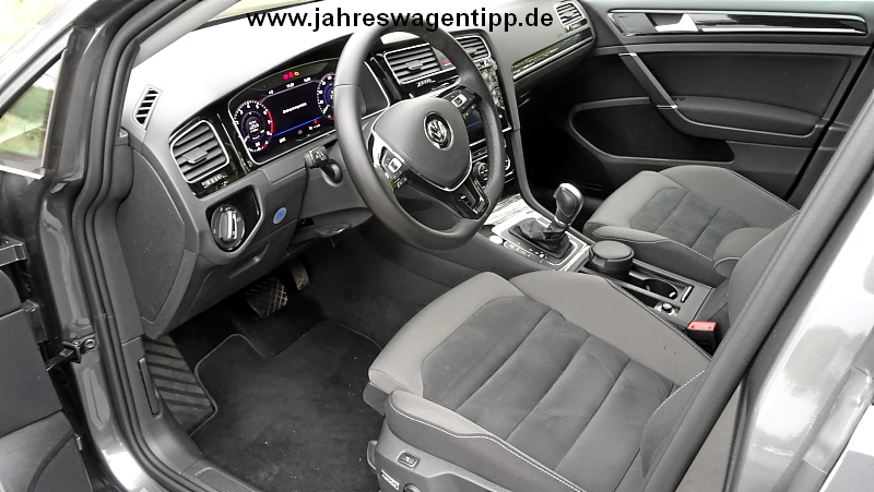 VW Golf 7 Highline DSG 110 KW DCC ACC Navi LED Panoramadach StandheizungJahreswagen
